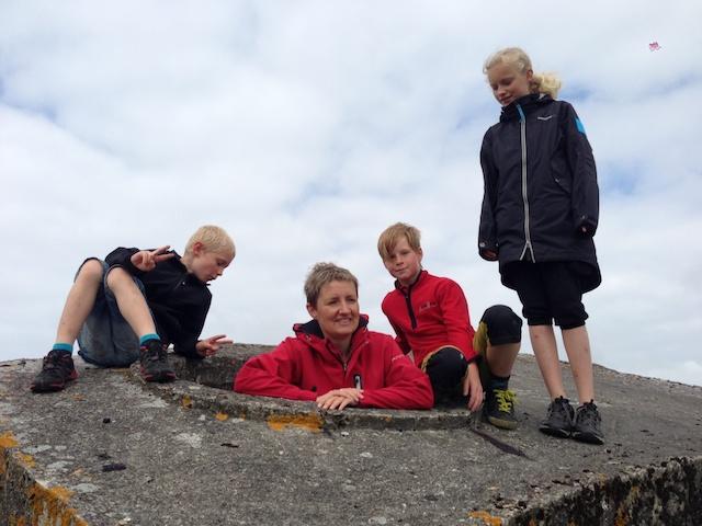 Besøg på Fanø hos Helle, Allan, Jonas og Emma. Og et kig i de mange bunkere på øen