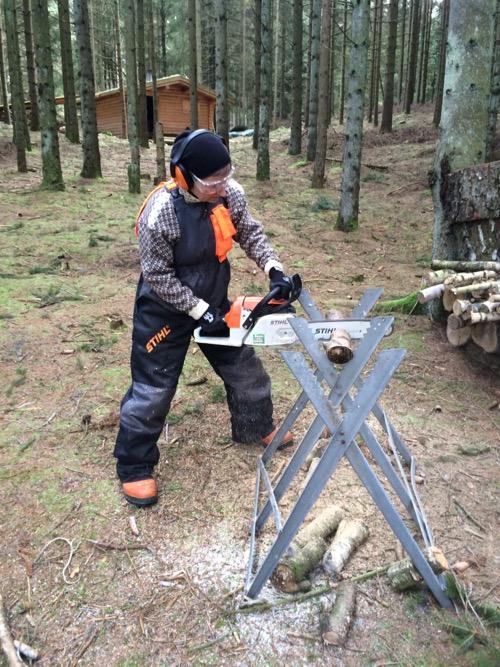 Skovkonen - the stihl woman - styrer motorsaven